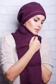 Beautiful woman in warm hat — Стоковое фото