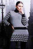 Brunette woman in casual knitted sweater — Fotografia Stock