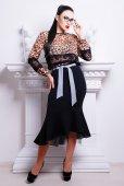 Beautiful woman in trendy dress — Stok fotoğraf
