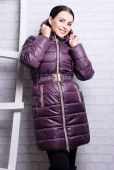 Woman in winter trendy coat — Stockfoto