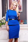 Krásná žena v elegantní šaty — Stock fotografie