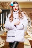 Beautiful woman in trendy coat — 图库照片