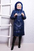 Kobieta w płaszcz zimowy — Zdjęcie stockowe