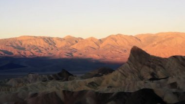 Sunrise Badlands Amargosa Mountain Range Death Valley Zabriske Point — Stock Video