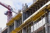 строительного крана на строительной площадке — Стоковое фото