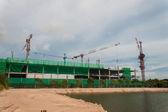 строительной площадки с краном и здания — Стоковое фото