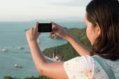 Asian woman using smart phone take a photo at koh larn island — Stock Photo