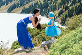 Mom and child girl playing on nature — Stock Photo