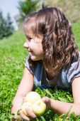 Adorable child girl with apples — Stock Photo