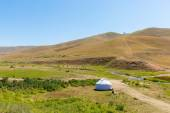 Kazakh yurt in Assy plateau in Tien-Shan — Stock Photo
