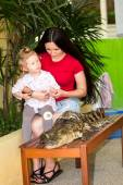 Mom and child girl on Crocodile farm in Phuket, Thailand — Stock Photo