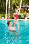 Father teaching daughter to swim — Stock Photo