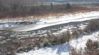 Ice floes in river — Stock Video