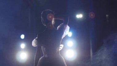 Classical ballet ballerina on pointe — Stock Video