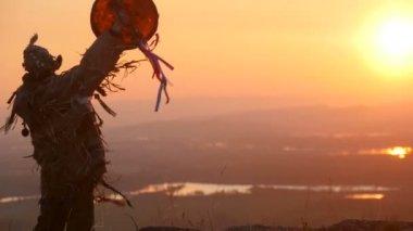 Khakas shaman  performs ritual at sunrise — Stock Video