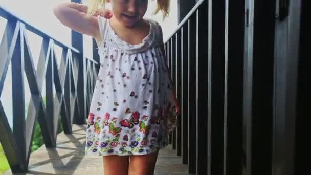 Блондинка с косичками ролик фото 316-488