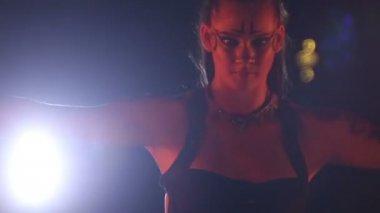 Artiste tourne le comportement au feu fans — Vidéo