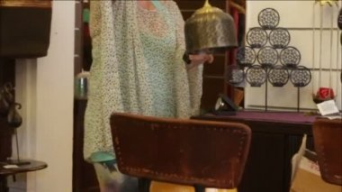 Woman chooses decorative accessories in store — Stock Video