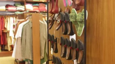 Lothes lying on the shelves in the store — Stok video