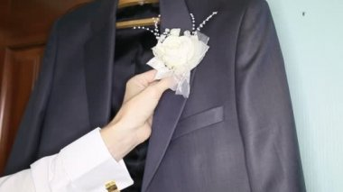 Groom white boutonniere — Stock Video