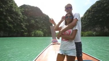 Couple on boat in Thailand — Stock Video