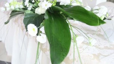 Flowers on  wedding table — Stock Video