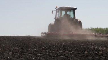 Tractor plowing black field — Stock Video