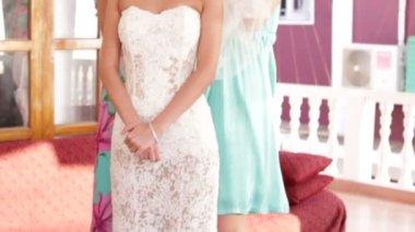 Bride wear white veil — Stock Video