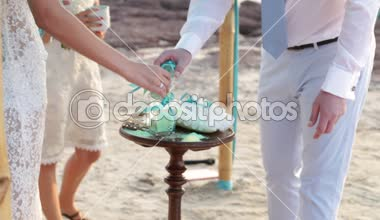 Bride and groom pour into pot multicolored sand — Stock Video
