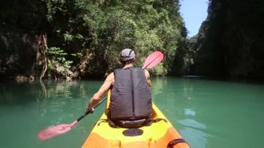 Man rowing kayak — Stockvideo