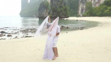 Bride covering groom with veil — ストックビデオ
