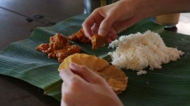 Man eating indian food — Stock video