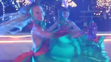 Two  girls  dancing at wedding — Stock Video