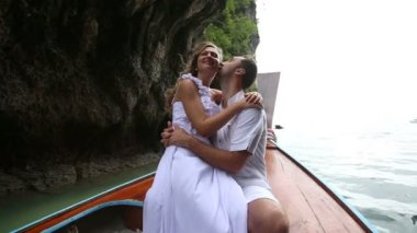 Bride and groom on boat in sea — Stock Video
