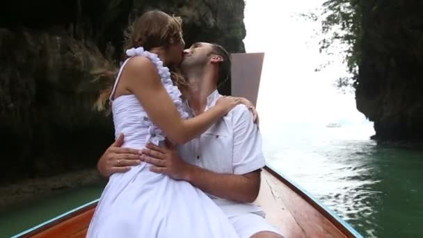 Bride and groom on boat — Vidéo
