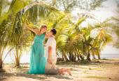 Young happy  couple on honeymoon — Stock Photo