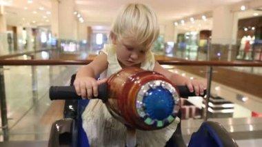 Little girl in toy boat — Vidéo