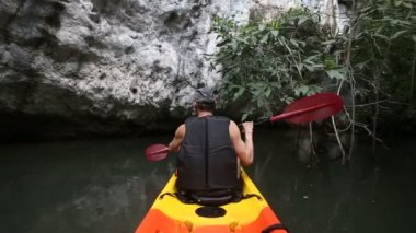 Strong man rowing  kayak — Stock Video
