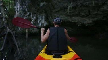 Man rowing kayak — Stock Video