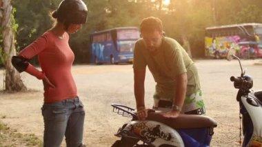 Scooter  instructor teaching girl — Stockvideo