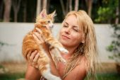Blonde girl and red kitten — Stock Photo