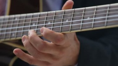 Man playing guitar — Stock Video