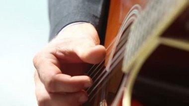 Man playing guitar — Stock Video