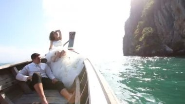 Bride and groom onboat in sea — Stock Video