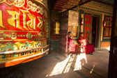 Unidentified Buddhist monks — Stock Photo