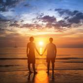 Young romantic couple holding hands — Stock Photo