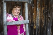 Old woman in Slavic folk clothes — Stock Photo