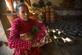 Nepalese woman in pottery workshop — Stock Photo
