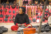 Woman in pottery workshop — ストック写真