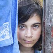 Dark-haired girl outdoors — Stock Photo